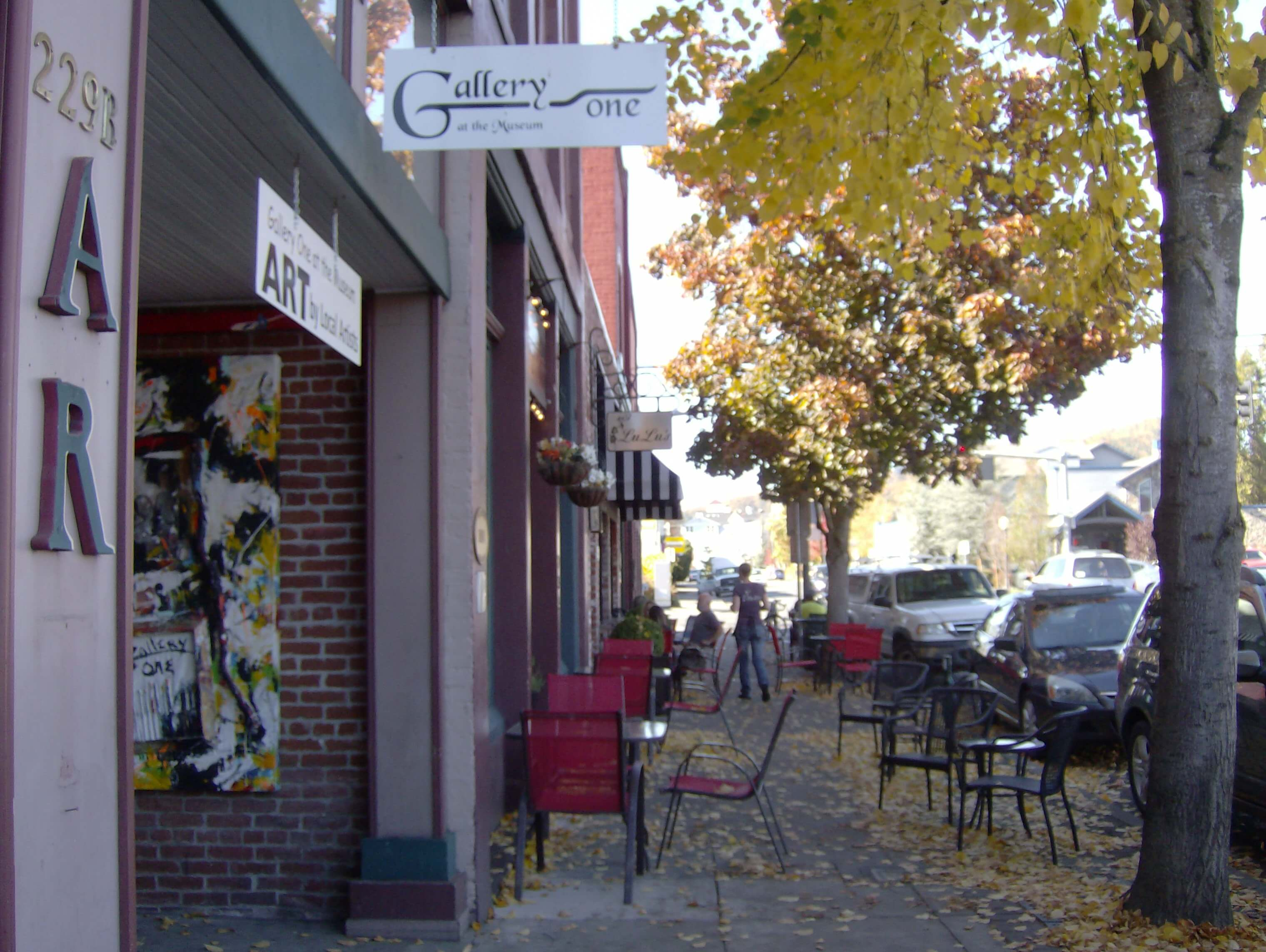 Shops in historic Old Town Grants Pass